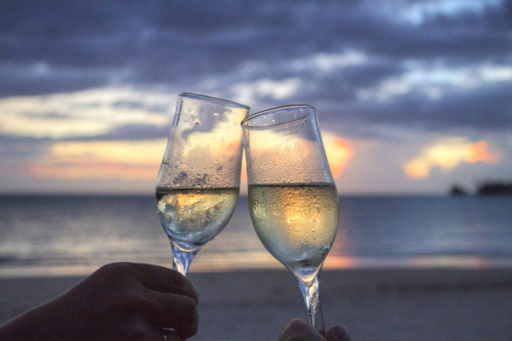 グラス、乾杯