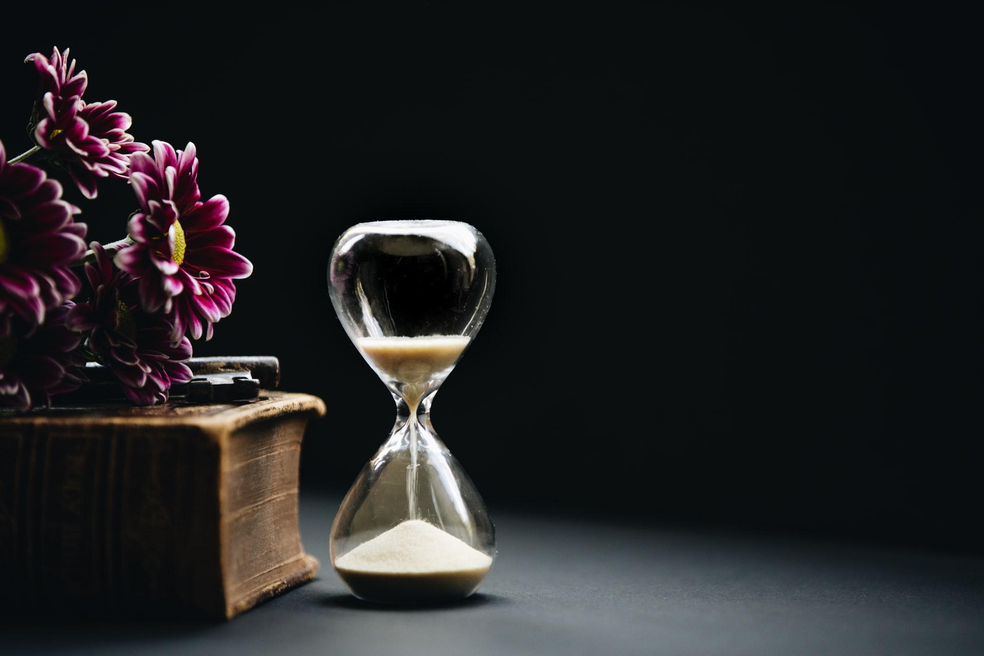 仕事、ステイケーション、ワーケーション、砂時計、時間